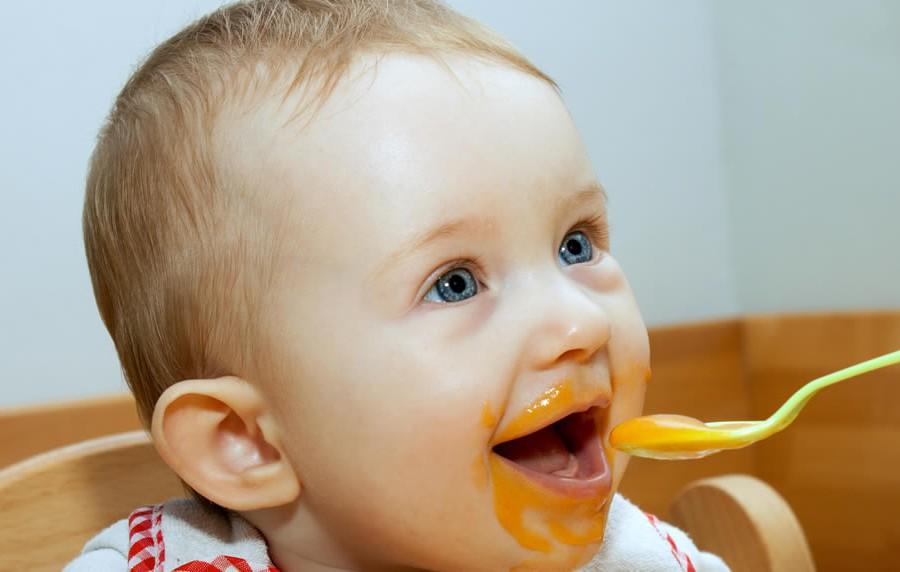 Babys erleben den Übergang zur festen Nahrung sehr unterschiedlich.