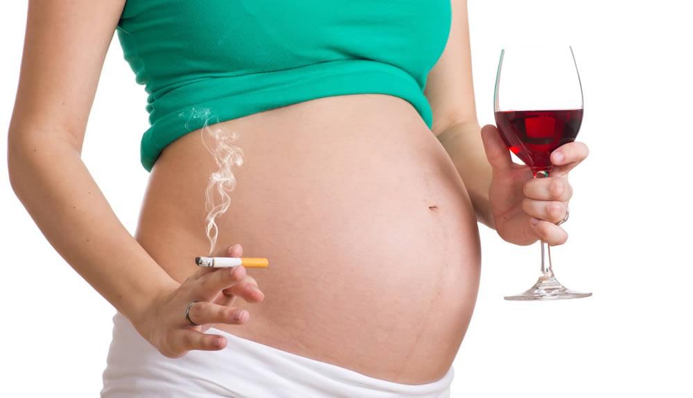 Rauchen und Alkohol sollten Schwangere meiden.