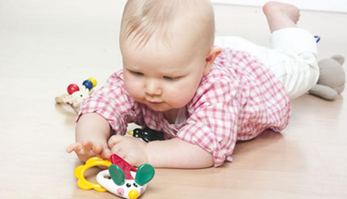 Babys brauchen nicht zu viel Spielzeug.