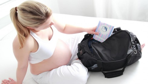 Krankenkassen kommen für Vorsorge, Entbindung und Nachsorge auf.