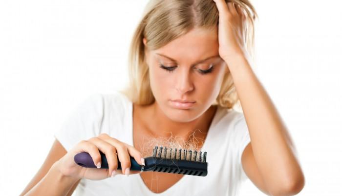 Haarausfall hat meist mit dem Hormonhaushalt der schwangeren Frau zu tun.